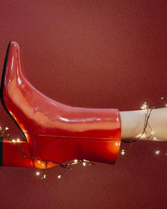 Put on your red boots and dance!  🎵 #eurekashoes #shoes #handmadeshoes #madeinportugal #portuguesesshoes #fashionisfun #lights #christmasiscoming #christmas #magic