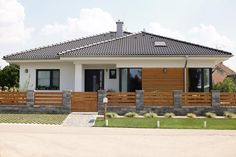 Bungalov 880 - Album užívateľa petomaj - Foto 1 | Modrastrecha.sk Modern House Colors, Modern Family House, Modern Bungalow House, Village House Design, House Gate Design, Home Fencing, Modern Fence Design, Modern Front Yard, Privacy Fence Designs