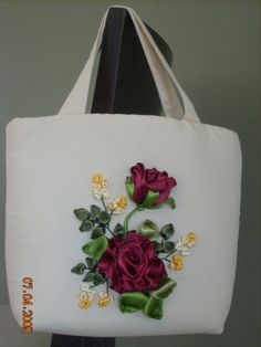 This is a group of floral patterns perfect for embroidery beginners. You get to try out on different embroidery styles for this piece. Ribbon Embroidery Tutorial, Embroidery Bags, Learn Embroidery, Silk Ribbon Embroidery, Embroidery Patterns, Ribbon Art, Diy Ribbon, Ribbon Crafts, Crochet Beach Bags