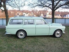 Very clean 1966 Volvo 122 Wagon, in a cool mint green. Volvo Wagon, Volvo Cars, Fancy Cars, Cute Cars, Beach Wagon, Pillos, Sports Wagon, Good Looking Cars, Station Wagon