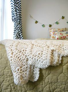 ORDINARY MOMMY DESIGN  crocheted blanket: pineapple design