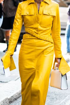 Street style at Milan Fashion Week SS 2019 Fashion Details, Love Fashion, High Fashion, Winter Fashion, Vogue Paris, Pantone, Street Style, Milan Fashion Weeks, Mellow Yellow