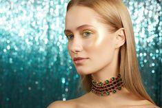 Eyes: Metallized Gold + Concrete Green + Sparkles Emerald Green  Cheeks: Metallized Gold   Lips: Concrete Mandarin +Glass Gloss Gold Lips, Christmas Makeup, Emerald Green, Sparkles, Makeup Ideas, Concrete, Chokers, Cosmetics, Eyes