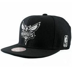 0d00bd27c27b1 Mitchell   Ness Charlotte Hornets Black And White Logo EU448 Snapback Cap  NBA  Amazon.fr  Vêtements et accessoires