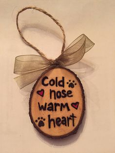 Informations About Wood Slice Ornament, Dog Ornament, Christmas Ornament, Wood Burned Ornament Pin Y Wood Slice Crafts, Wood Burning Crafts, Wood Burning Patterns, Wood Burning Art, Dog Christmas Ornaments, Wooden Ornaments, Christmas Wood, Christmas Decorations, Xmas
