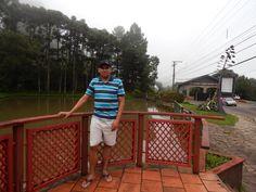 014 - Em Gramado, fazendo uma foto sobre o lago do Comando Rodoviário da Brigada Militar. O lago é repleto de peixes!