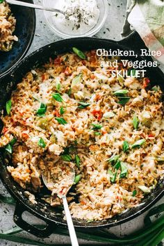 Chicken, Rice and Vegetable Skillet - Deliciously seasoned bed of rice chock-full of chicken pieces, veggies, and so much flavor! Everything you need for a delicious dinner made in just one skillet! Chicken Rice Skillet, Vegetable Skillet Recipe, Vegetable Casserole, Taco Casserole, Vegetable Dishes, Veggie Recipes, Dinner Recipes, Healthy Recipes, Dinner Ideas
