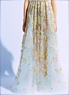 Valentino Haute Couture Details by hâfi Couture Details, Fashion Details, Look Fashion, High Fashion, Fashion Beauty, Fashion Design, Latest Fashion, Beautiful Gowns, Beautiful Outfits
