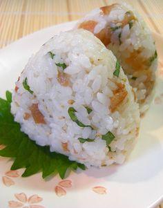 ◆梅と大葉のおにぎり◆ 梅の酸味と大葉の爽やかな風味を楽しめるさっぱり味のおにぎりです。 Rice Recipes, Asian Recipes, Cooking Recipes, Ethnic Recipes, Onigiri Recipe, Asain Food, Kimbap, Rice Balls, How To Cook Rice