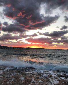 Atardecer en Eivissa. Impresionante también en diciembre. Sunset in Ibiza. Awesome also in december #winterexperience #nofilter  Ibiza, Celestial, Mountains, Sunset, Awesome, Winter, Nature, Travel, Outdoor
