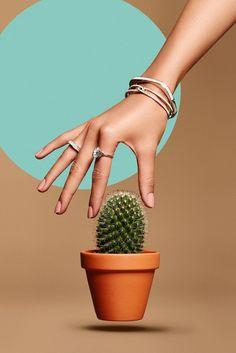 Stinging Jewellry on Behance Beauty Photography, Hand Photography, Jewelry Photography, Creative Photography, Jewelry Model, Photo Jewelry, Fashion Jewelry, Hand Fotografie, Photo Lovers