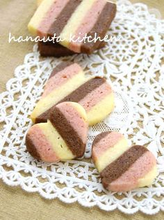 苺&チョコレートのストライプクッキー 子供のバレンタイン用お菓子にと。アポロチョコみたいな香りがたまりません♪娘達が取り合いするお菓子です。