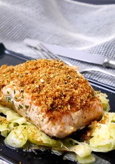 Roasted salmon fillet with crispy breading Slow Food, Light Recipes, Kitchen Recipes, Easy Healthy Recipes, My Favorite Food, Seafood Recipes, Food Inspiration, Italian Recipes, Salad Recipes