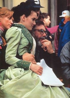 Winona Ryder and director Francis Ford Coppola on the set of Bram Stoker's Dracula Winona Ryder, Bram Stokers Dracula, Mina Harker, Winona Forever, Francis Ford Coppola, Gary Oldman, Movie Costumes, Halloween Costumes, Film Director