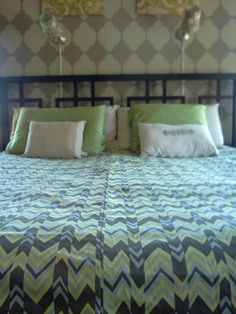 How to sew my own duvet cover.  Really simple directions and sounds fun to do!