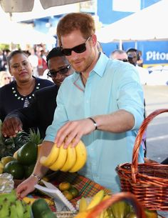 Prince Harry market stall holders on the sixth day of an official visit on November 2016 in Soufriere, Saint Lucia. Prince Harry's visit to The Caribbean marks the Anniversary of. Get premium, high resolution news photos at Getty Images Prince Harry 2016, Prince Harry Of Wales, Prince Henry, Prince Harry And Meghan, Prince William, Windsor, Prince Harry Pictures, Prinz Harry, Duke And Duchess