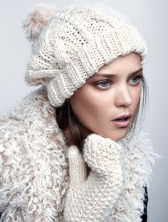 Get wrapped up in winter whites. Chunky knit mittens & cable-knit hat with faux fur pom-pom. | H&M Accessories
