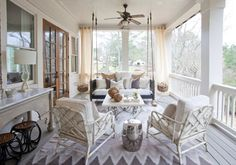 Charming southern porch with swinging daybed - Atlanta