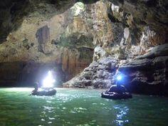 Cave tubing kalisuci: Gunung Kidul Yogyakarta. Indonesia