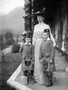 1905 Princess Mary together with her two eldest sons Albert George and Edward in Balmoral Posted on the Alexander Palace Time Machine Discussion Forum by royal netherlands on 28 April 2006 Queen Mary, Princess Mary, Prince And Princess, European History, British History, Asian History, Tudor History, King Edward Vii, King Henry