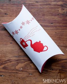 DIY Holiday Pillow Box - free printable! Shame it's just for Christmas!