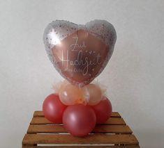 Luftgefülltes Tischbouquet mit Folienballon. Farben und Motive werden individuell mit Ihnen zusammengestellt. Cake, Desserts, Cash Gifts, Newlyweds, Colors, Tailgate Desserts, Deserts, Kuchen, Postres
