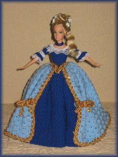 model z období BAROKA - a model of the Baroque period Crochet Doll Dress, Crochet Barbie Clothes, Dress Up Dolls, Crochet Doll Pattern, Knitted Dolls, Knit Crochet, Crochet Hats, Doll Dresses, Barbie Gowns