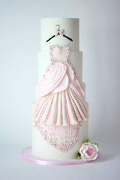 Classy and elegant layer cake❤