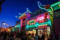 Chinatown at dusk for last nights Moon Festival. . . #california #socal #cali #losangeles #la #lalaland #cali #visitcalifornia #travel #travelphotography #chinatown #moonfestival #midautumnfestival  #chinatownla