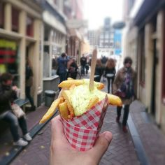 De search for the best fries is going on. Today we had the best combination with Dutch fries and McDonalds sauce. #Frietsteeg #amsterdam #fries #frenchfries #streetfood #amsterdamfries  #amsterdamfrites #frites #cityguysnl