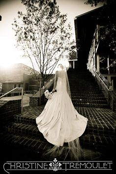 Love how her dress looks against the stairs