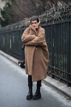 47 Winter Outfits That Look Great—Even When It's Cold AF Outside What to Wear in Cold Weather: 50 Winter Outfits Casual Winter Outfits, Winter Mode Outfits, Cold Weather Outfits, Winter Fashion Outfits, Look Fashion, Cold Winter Fashion, Cold Weather Jackets, Winter Wear, Winter Looks