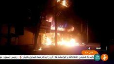 """Die """"friedlichen Demonstranten"""" sind wieder einmal bewaffnet, töten Menschen und greifen Polizeistationen an, um Waffen zu erbeuten. Libyen, Ukraine und Syrien lassen grüssen..."""