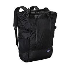 Patagonia Lightweight Travel Tote Pack 22L - Black BLK 旅行に行くときは大体これ。リュックにもトートにもなる。ファスナー付き。軽くて撥水性あり。ポケッタブルだけど、たたむと意外とかさばるしシワになるから、広げたままキャリーに入れてることが多い。容量的にも1日ハイキングくらいなら余裕。