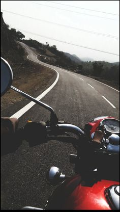 Searching the mee. Royal Enfield Bullet, Photo Backgrounds, Background Images, Royal Enfield Classic 350cc, Royal Enfield Wallpapers, Enfield Bike, Foto Top, Bike Photoshoot, Motorcycle Wallpaper