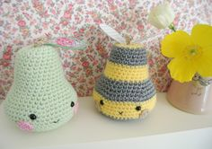 Crochet pear and pear bee ..... Sew Sweet Violet