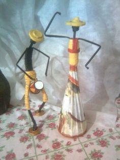 Afričanka Recycled Paper Crafts, Paper Mache Crafts, African Dolls, African Art, African Paintings, African Crafts, Paper Weaving, Newspaper Crafts, Art N Craft