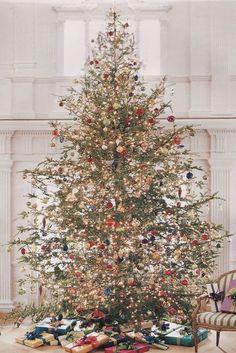 - Happy Christmas - Noel 2020 ideas-Happy New Year-Christmas Beautiful Christmas Trees, Colorful Christmas Tree, Christmas Tree Themes, Merry Little Christmas, Noel Christmas, Country Christmas, Winter Christmas, Holiday Decor, Vintage Christmas Trees