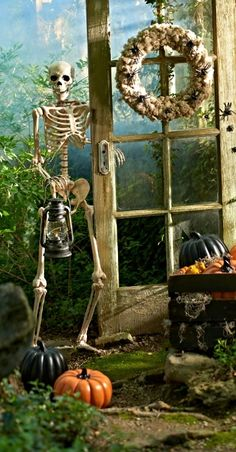 Top 14 Elegant Halloween Garden Decor With Skeleton – Easy Backyard Design Project - Way To Be Happy Halloween Garage, Halloween Queen, Outdoor Halloween, Halloween House, Scary Halloween, Halloween Pumpkins, Halloween Tricks, Halloween Stuff, Halloween Ideas
