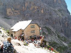 Langkofelhütte  Über den Langkofel zur Langkofelhütte und dann durch die steinerne Stadt zurück zum Auto.