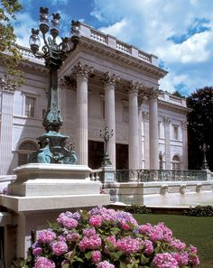 Marble House (Marriage of Figaro) ~Wealth and Luxury ~Grand Mansions, Castles, Dream Homes & Luxury homes Newport Ri Mansions, Multi Million Dollar Homes, Marble House, Classic House Design, Bob Vila, Historical Architecture, Ancient Architecture, Neoclassical, My Dream Home