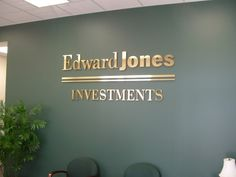 Top 10 Companies in USA......  Edward D.Jones & Co., L.P. is one of the best firms in the field of presenting financial and investment services and it is also referred to as Edward Jones. -