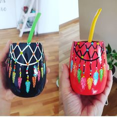 Painted Plant Pots, Painted Flower Pots, Glass Bottle Crafts, Bottle Art, Recycled Crafts, Diy And Crafts, Love Mate, Paint Brush Art, Decorated Flower Pots
