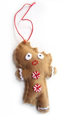 Gingerbread Man Ornament >>I saw these in a craft calendar a couple years ago and wanted to make them. Here's the free pattern! #Christmas