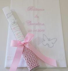 Caixa de Batizado Molduras para oferecer aos padrinhos e avós( foto 10 cm x 15 cm). Vela e toalha bordada à mão. Livr...