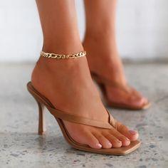 Free worldwide shipping on order over $79. Mid Heel Shoes, Shoes Heels, Pumps, Sexy Heels, Frauen In High Heels, Heeled Flip Flops, Women's Mules, White Sandals, Black High Heels