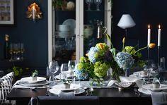 De vez em quando, todos damos um jantar especial em que gostamos de mostrar o que de melhor temos e apostar na elegância. Não o incomodamos enquanto faz a magia com a comida, mas deixamos algumas sugestões para ouvir algumas exclamações com uma bonita mesa posta.
