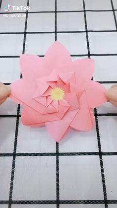 Origami 2d Flower, Instruções Origami, Paper Crafts Origami, Diy Crafts For Girls, Fun Diy Crafts, Creative Crafts, Cool Paper Crafts, Paper Flowers Craft, Paper Flower Tutorial