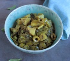 A la conquête des papilles de mini-goûteur : Tajine de blettes, pommes de terre et fèves aux olives et au citron confit Dog Food Recipes, Stuffed Mushrooms, Vegetables, Mini, Blog, Preserved Lemons, Food, Veggies, Dog Recipes