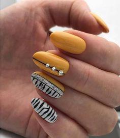 Zebra Nail Art, Zebra Print Nails, Stylish Nails, Trendy Nails, Pretty Nail Art, Yellow Nails, Creative Nails, Creative Design, Gel Nail Designs